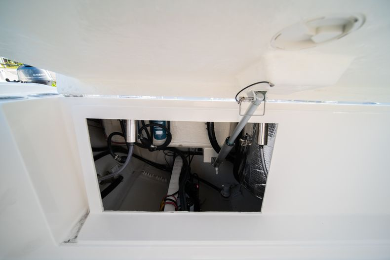 Thumbnail 14 for New 2020 Cobia 280 CC Center Console boat for sale in West Palm Beach, FL