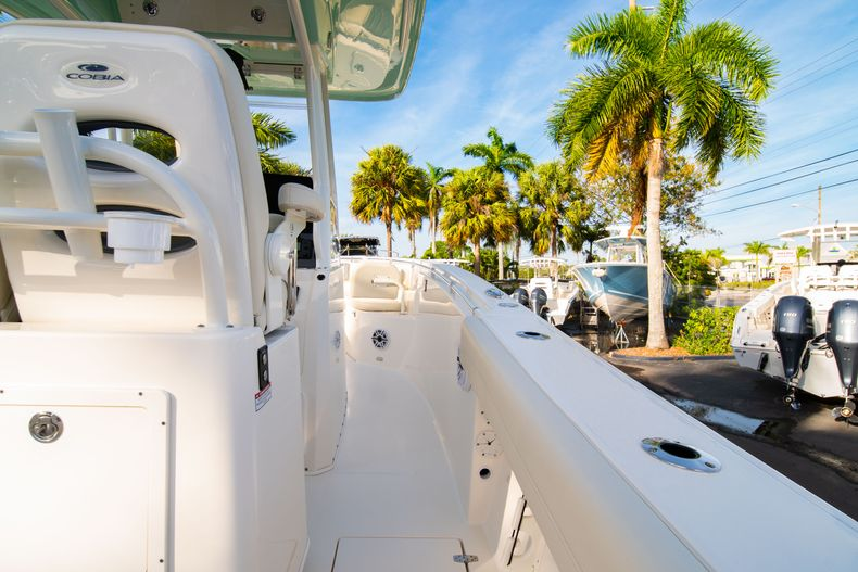 Thumbnail 16 for New 2020 Cobia 280 CC Center Console boat for sale in West Palm Beach, FL