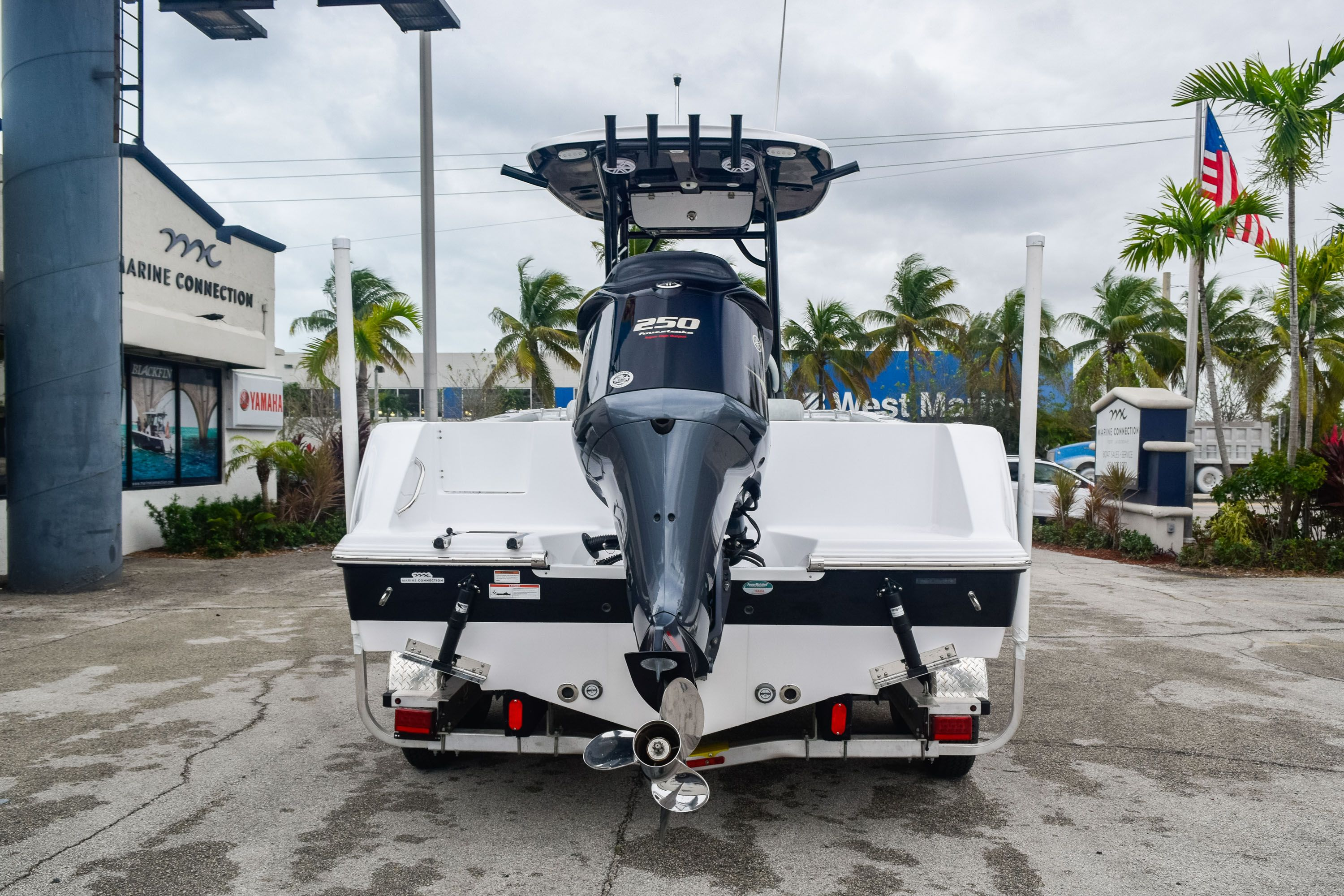 Thumbnail 4 for Used 2019 Sportsman Open 232 Center Console boat for sale in Fort Lauderdale, FL