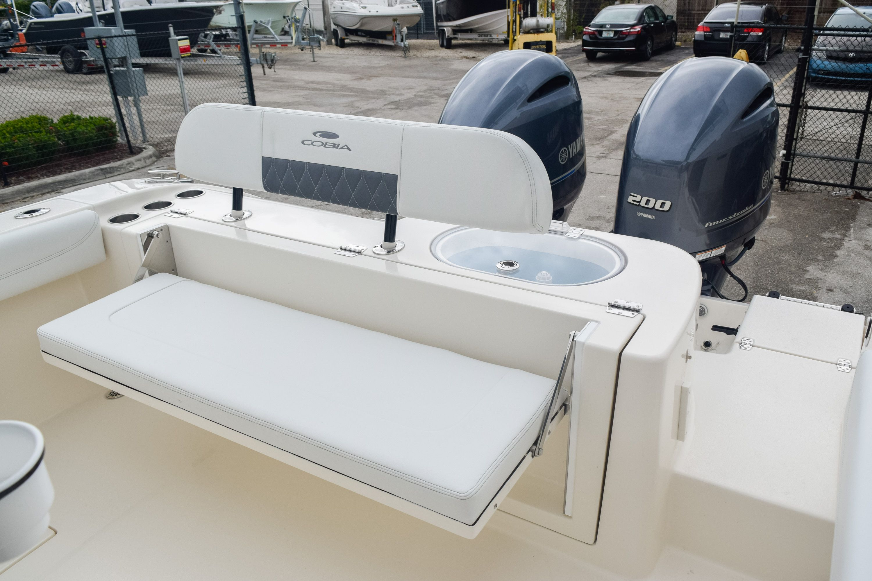 Thumbnail 12 for New 2020 Cobia 280 CC Center Console boat for sale in Fort Lauderdale, FL
