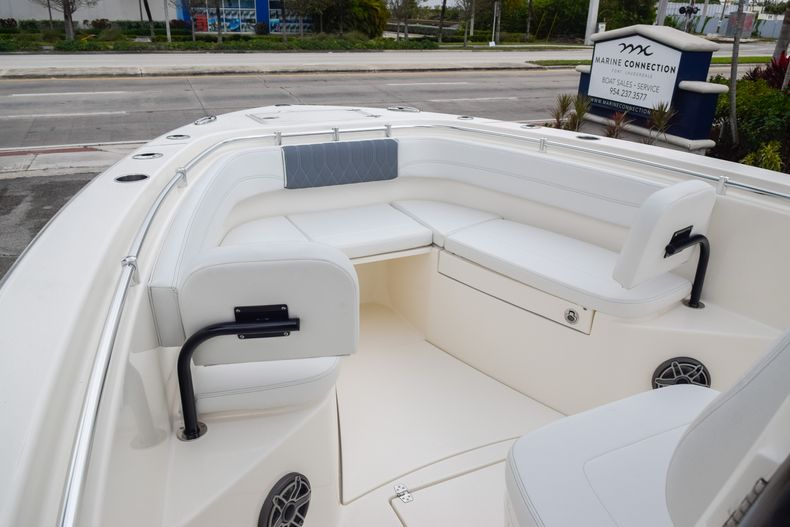 Thumbnail 31 for New 2020 Cobia 280 CC Center Console boat for sale in Fort Lauderdale, FL