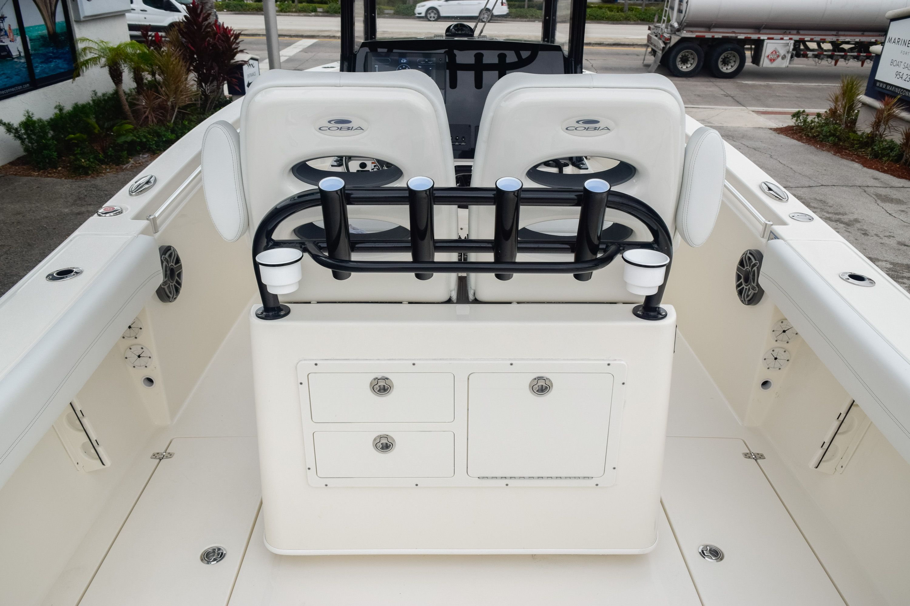Thumbnail 13 for New 2020 Cobia 280 CC Center Console boat for sale in Fort Lauderdale, FL