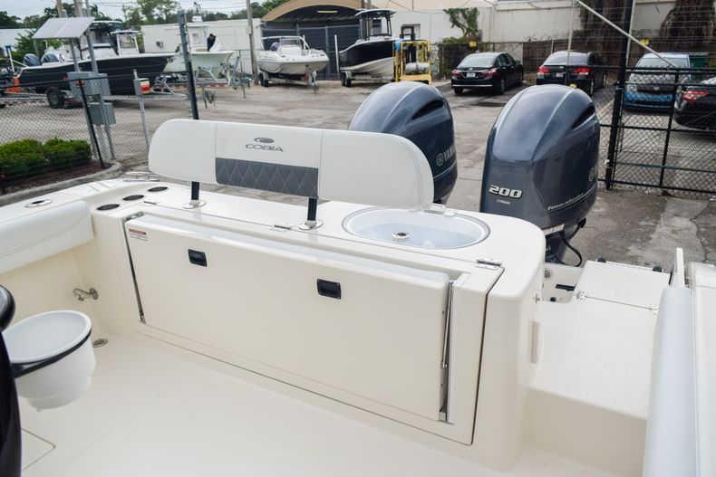 Thumbnail 11 for New 2020 Cobia 280 CC Center Console boat for sale in Fort Lauderdale, FL