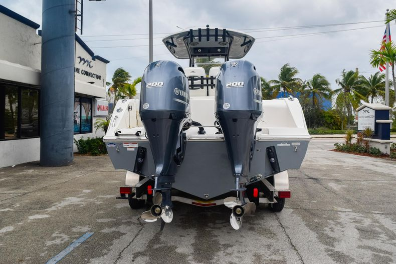 Thumbnail 6 for New 2020 Cobia 280 CC Center Console boat for sale in Fort Lauderdale, FL