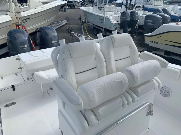 Thumbnail 5 for Used 2016 Sea Hunt 25 Gamefish boat for sale in Islamorada, FL