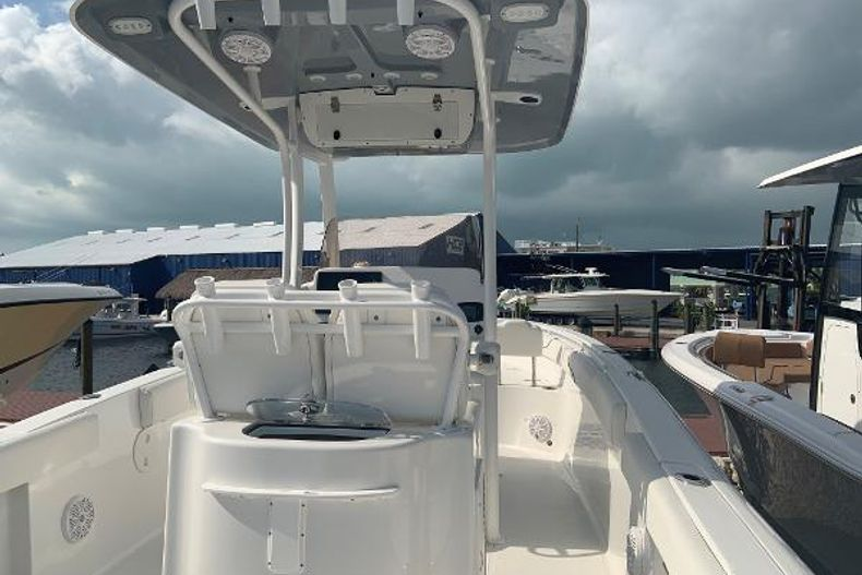 Thumbnail 3 for Used 2016 Sea Hunt 25 Gamefish boat for sale in Islamorada, FL