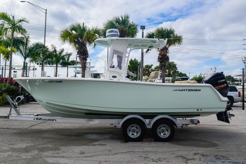 Thumbnail 3 for Used 2017 Sportsman 231 Heritage boat for sale in Fort Lauderdale, FL