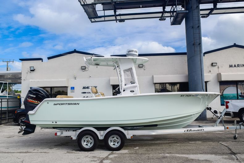 Used 2017 Sportsman 231 Heritage boat for sale in Fort Lauderdale, FL