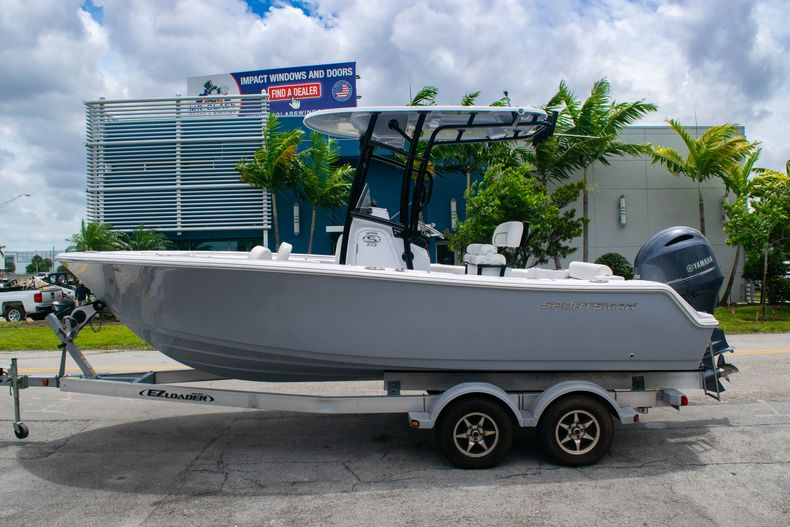 Thumbnail 4 for New 2020 Sportsman Open 212 Center Console boat for sale in Miami, FL