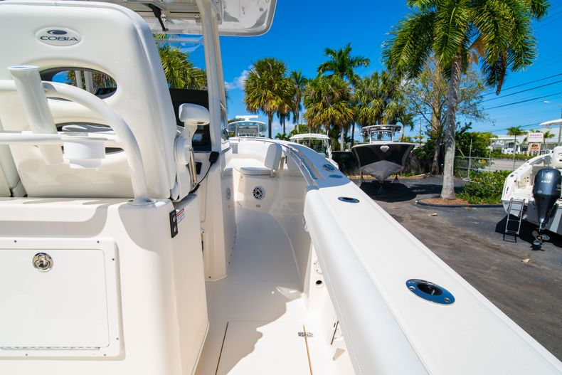 Thumbnail 15 for New 2020 Cobia 280 CC Center Console boat for sale in West Palm Beach, FL