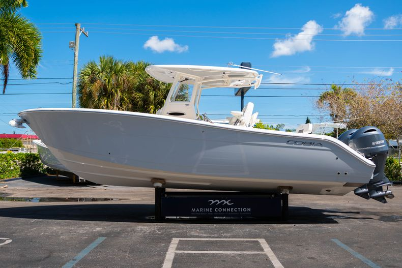 Thumbnail 4 for New 2020 Cobia 280 CC Center Console boat for sale in West Palm Beach, FL