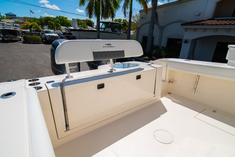 Thumbnail 9 for New 2020 Cobia 280 CC Center Console boat for sale in West Palm Beach, FL