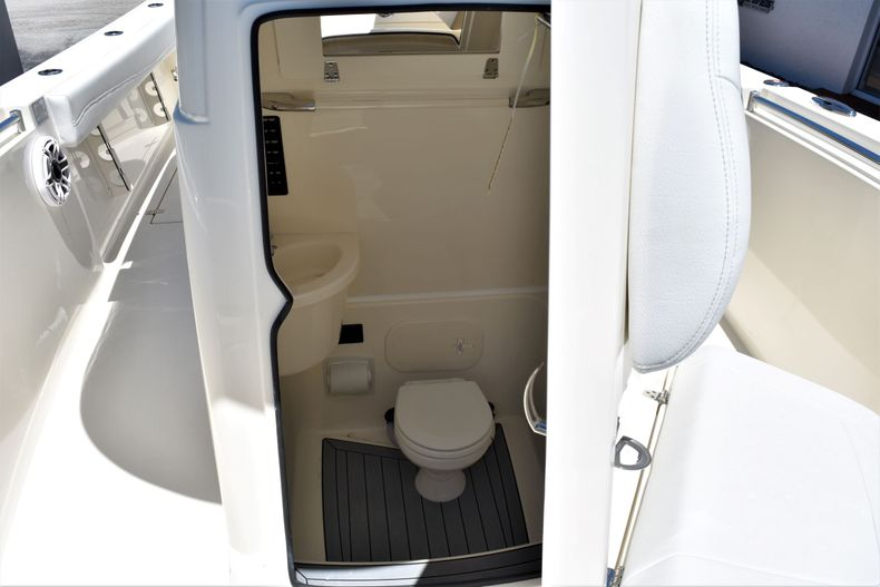 Thumbnail 19 for New 2020 Cobia 262 CC Center Console boat for sale in West Palm Beach, FL
