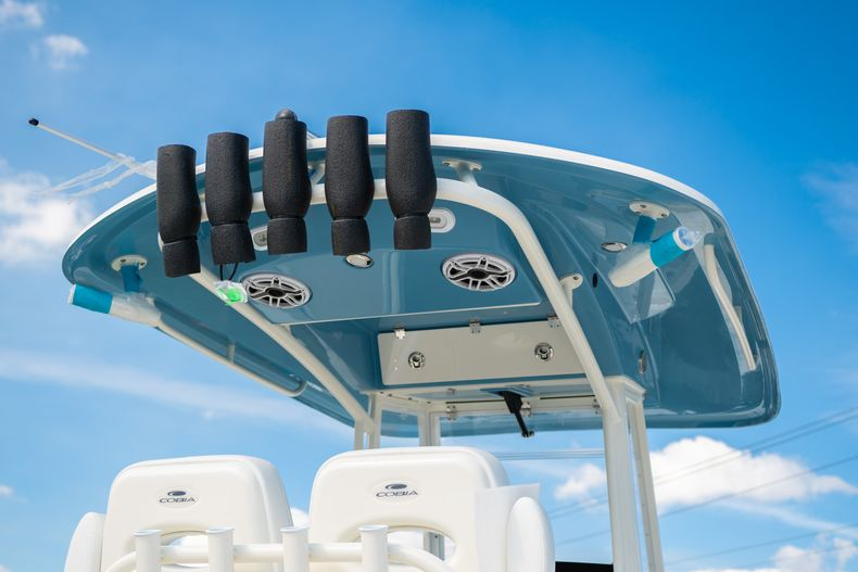 Thumbnail 4 for New 2020 Cobia 280 CC Center Console boat for sale in Islamorada, FL