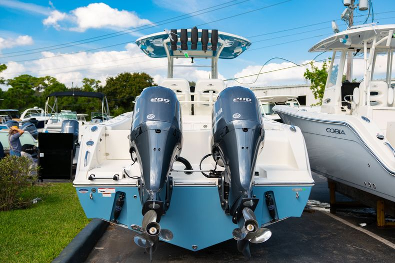 Thumbnail 3 for New 2020 Cobia 280 CC Center Console boat for sale in Islamorada, FL