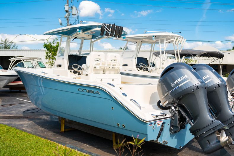 Thumbnail 2 for New 2020 Cobia 280 CC Center Console boat for sale in Islamorada, FL