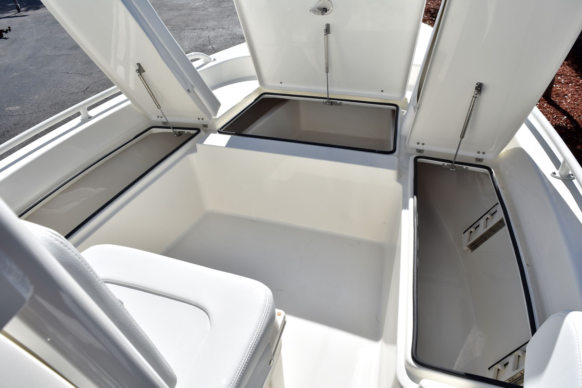 Thumbnail 25 for New 2020 Pathfinder 2200 TRS boat for sale in Vero Beach, FL