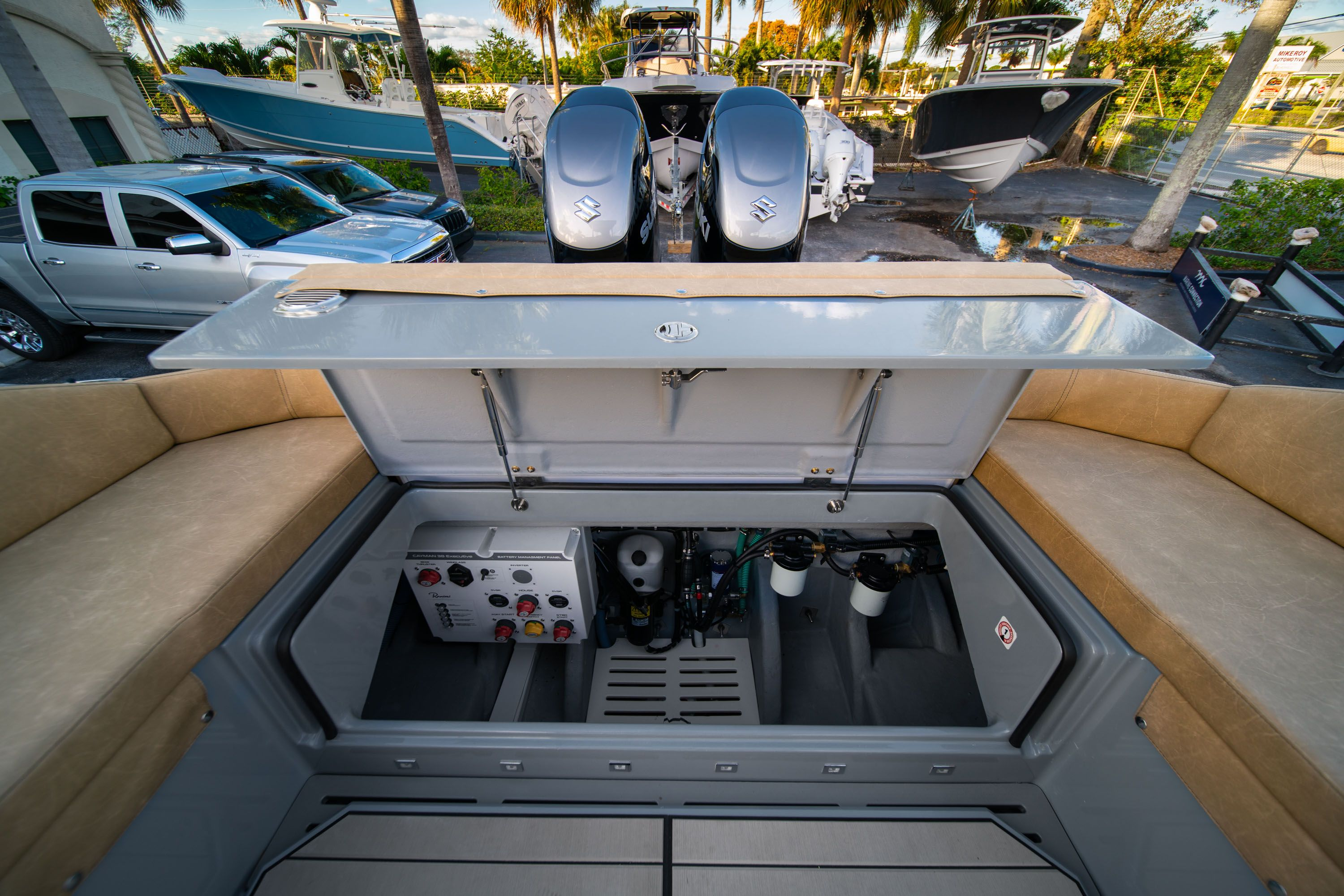 Thumbnail 21 for New 2019 Ranieri Cayman 38 Executive boat for sale in West Palm Beach, FL