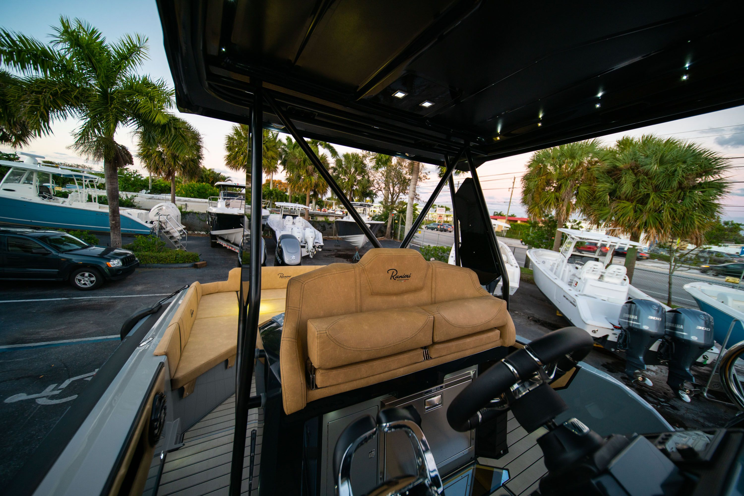 Thumbnail 32 for New 2019 Ranieri Cayman 38 Executive boat for sale in West Palm Beach, FL