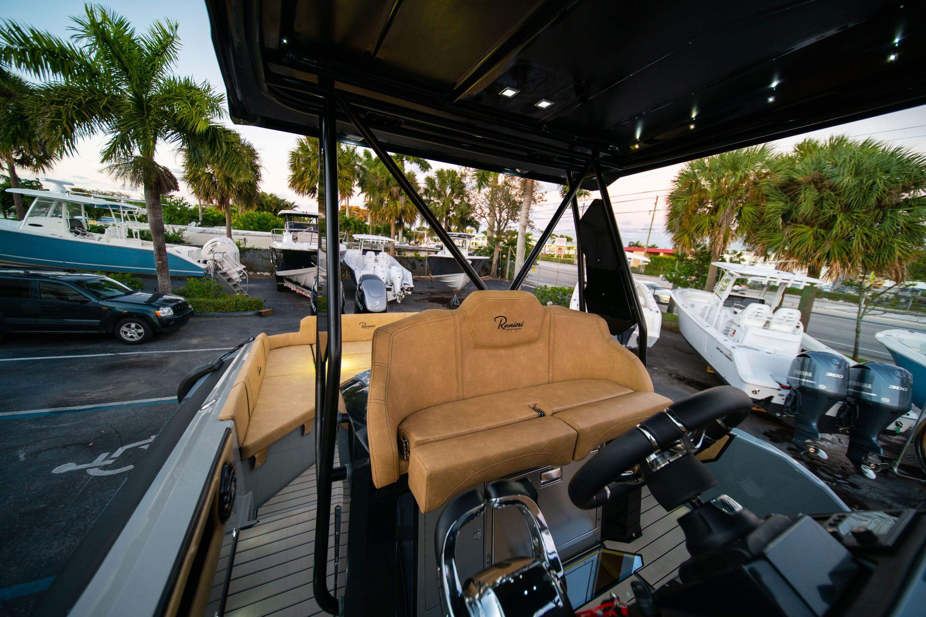 Thumbnail 33 for New 2019 Ranieri Cayman 38 Executive boat for sale in West Palm Beach, FL