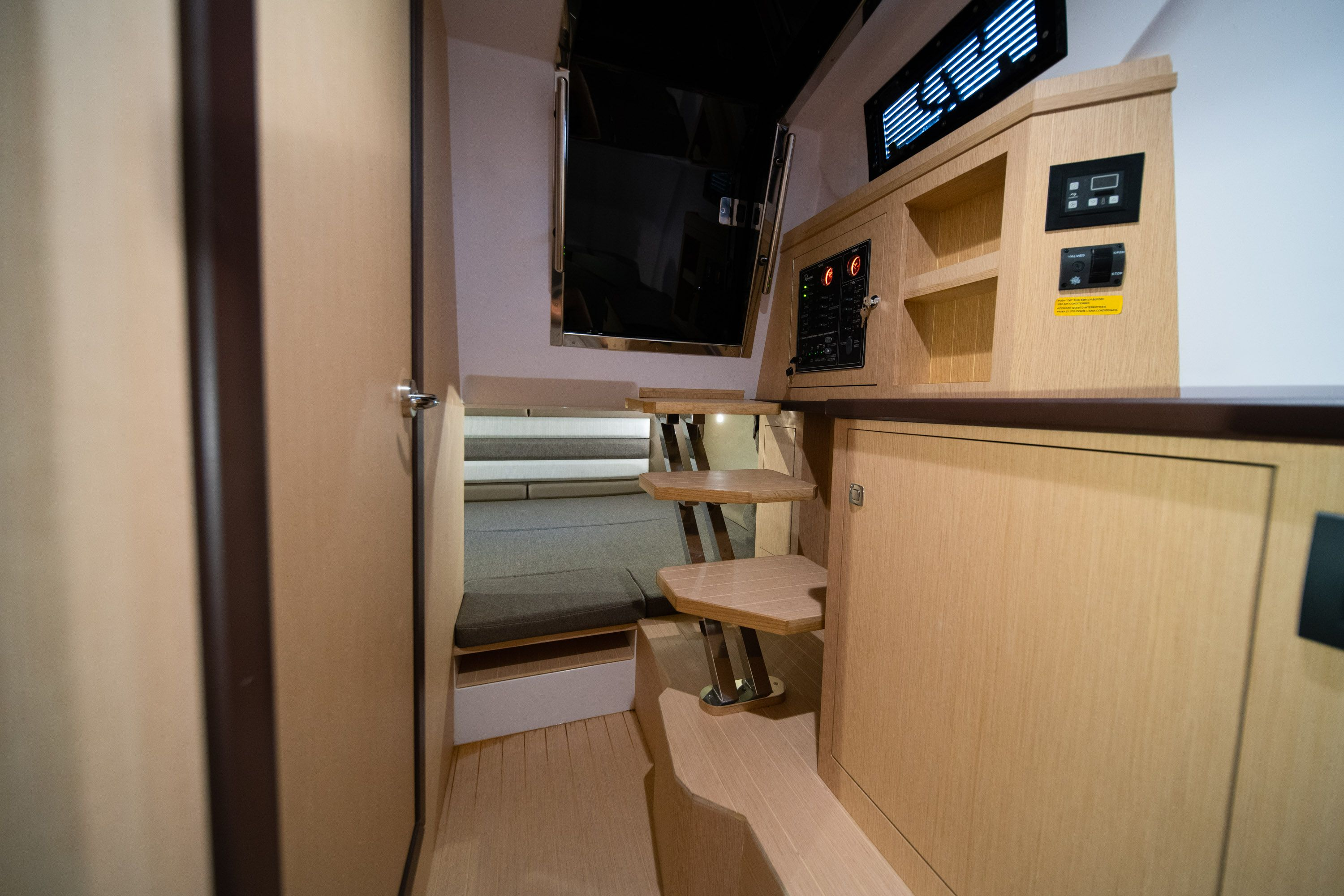 Thumbnail 38 for New 2019 Ranieri Cayman 38 Executive boat for sale in West Palm Beach, FL
