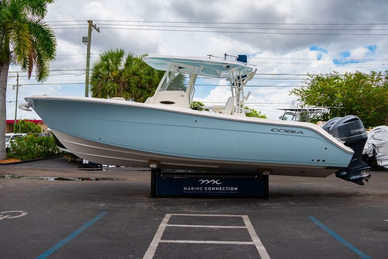 Thumbnail 4 for New 2019 Cobia 301 CC Center Console boat for sale in Islamorada, FL