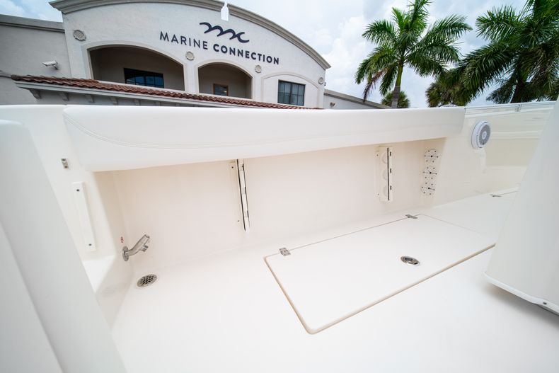 Thumbnail 21 for New 2019 Cobia 301 CC Center Console boat for sale in Islamorada, FL