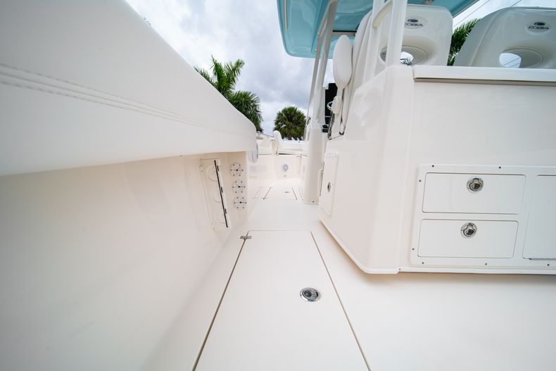 Thumbnail 22 for New 2019 Cobia 301 CC Center Console boat for sale in Islamorada, FL