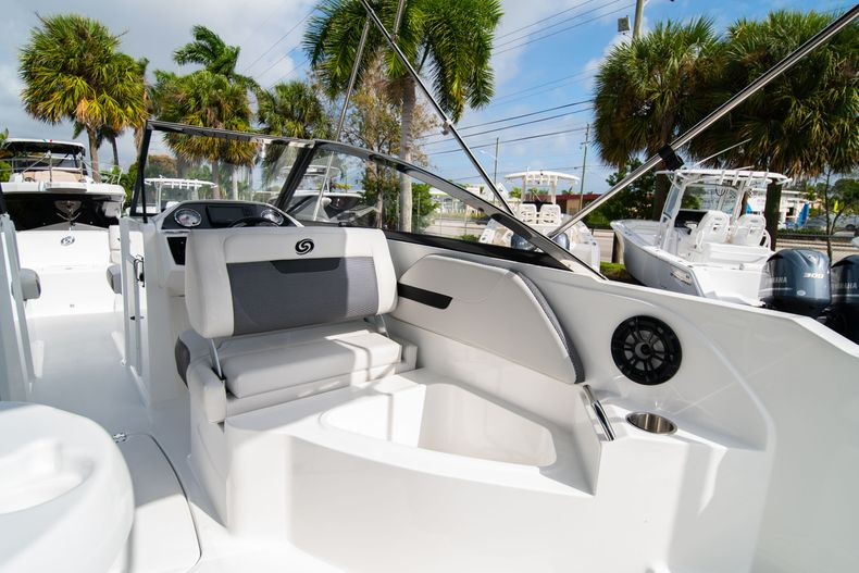 Thumbnail 16 for New 2020 Hurricane SD235 OB boat for sale in West Palm Beach, FL