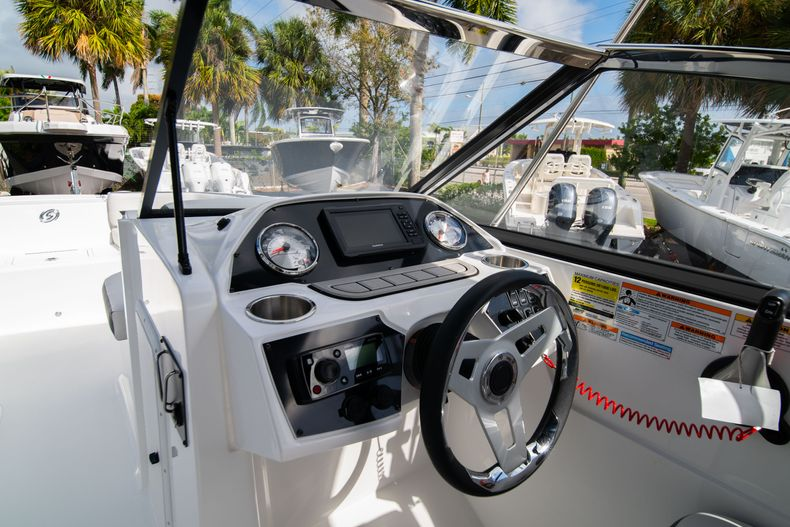 Thumbnail 20 for New 2020 Hurricane SD235 OB boat for sale in West Palm Beach, FL