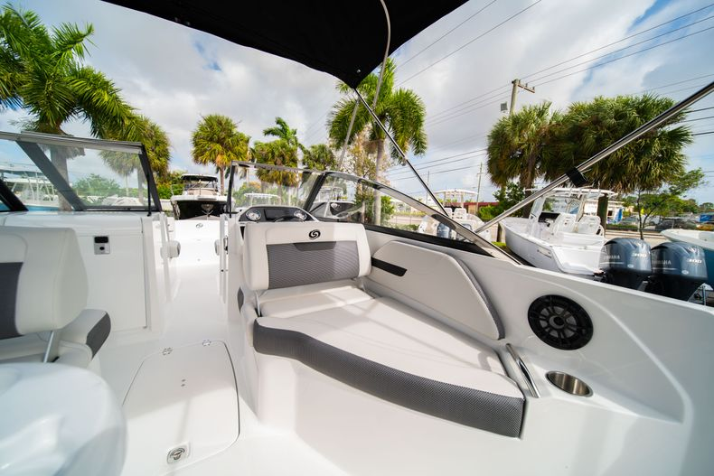 Thumbnail 15 for New 2020 Hurricane SD235 OB boat for sale in West Palm Beach, FL