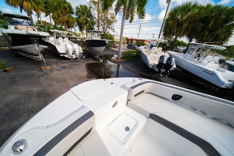 Thumbnail 33 for New 2020 Hurricane SD235 OB boat for sale in West Palm Beach, FL