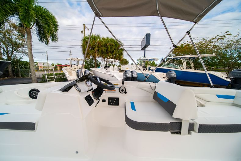Thumbnail 17 for New 2020 Hurricane SS 185 OB boat for sale in Fort Lauderdale, FL