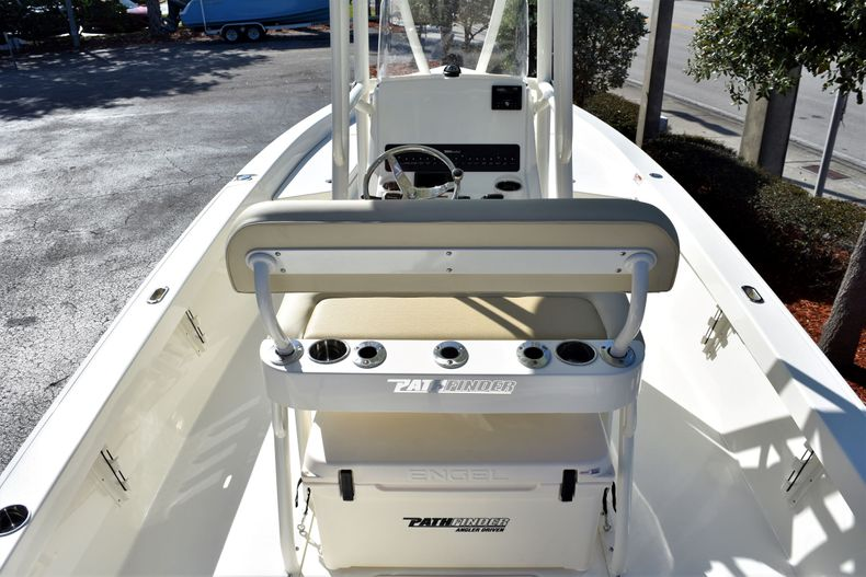 Thumbnail 12 for New 2020 Pathfinder 2400 TRS boat for sale in Fort Lauderdale, FL