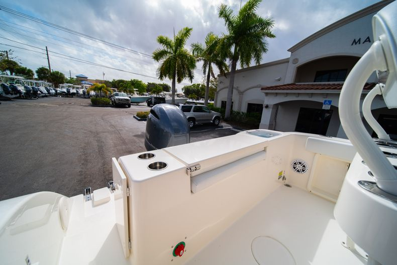 Thumbnail 9 for New 2020 Cobia 201 CC Center Console boat for sale in Miami, FL