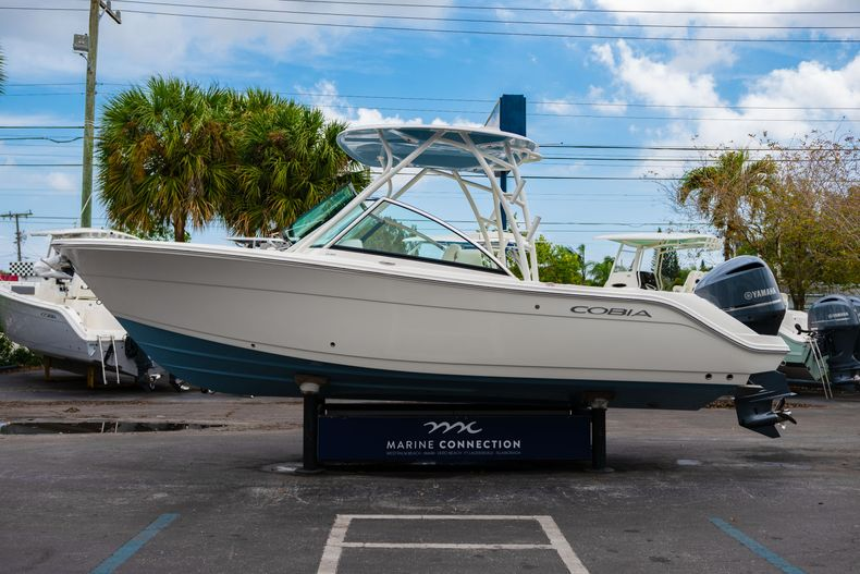 Thumbnail 4 for New 2020 Cobia 240 DC boat for sale in West Palm Beach, FL