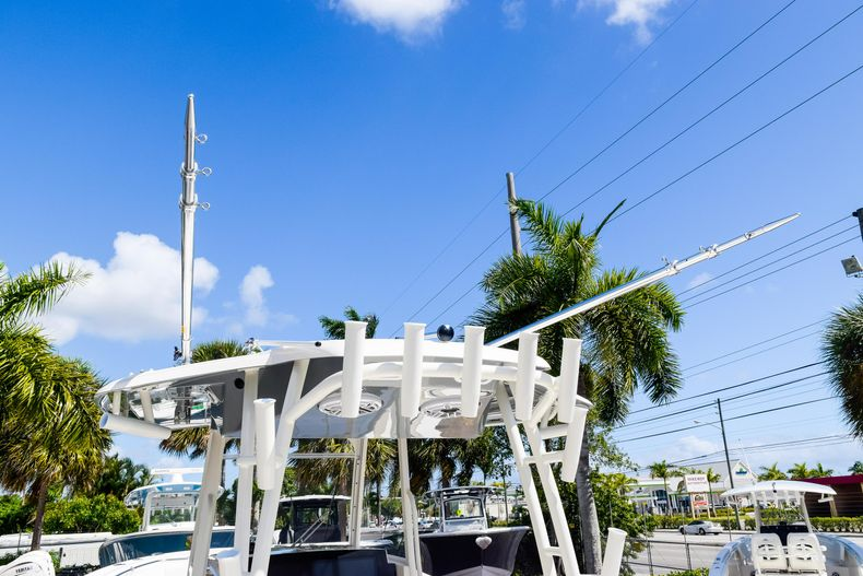 Thumbnail 17 for New 2020 Cobia 320 CC Center Console boat for sale in West Palm Beach, FL