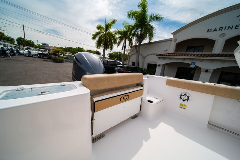 Thumbnail 11 for New 2020 Sportsman Open 242 Center Console boat for sale in West Palm Beach, FL