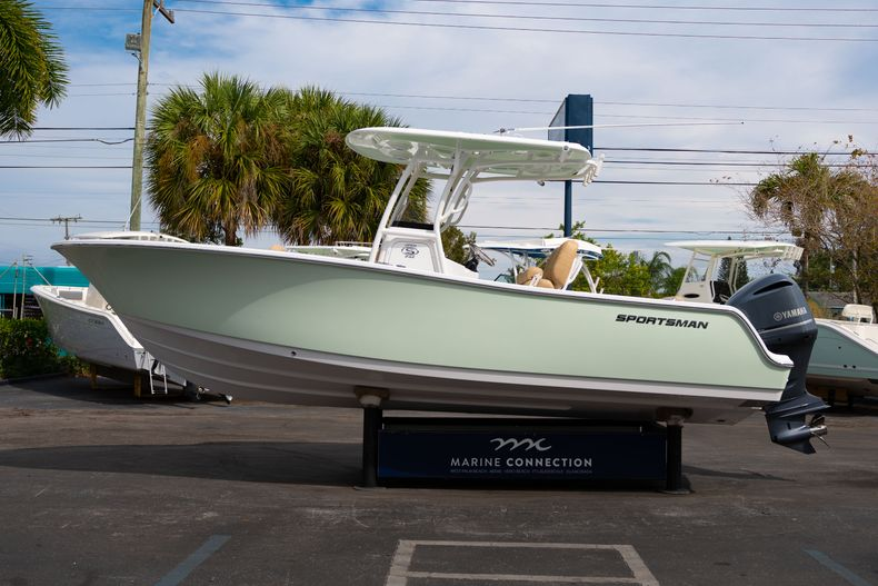 Thumbnail 4 for New 2020 Sportsman Open 242 Center Console boat for sale in West Palm Beach, FL
