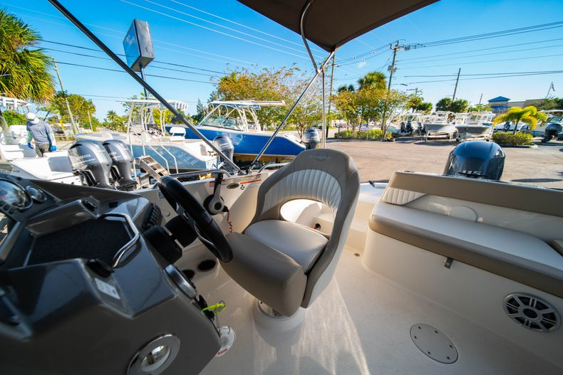 Thumbnail 20 for Used 2018 Stingray 192SC boat for sale in West Palm Beach, FL
