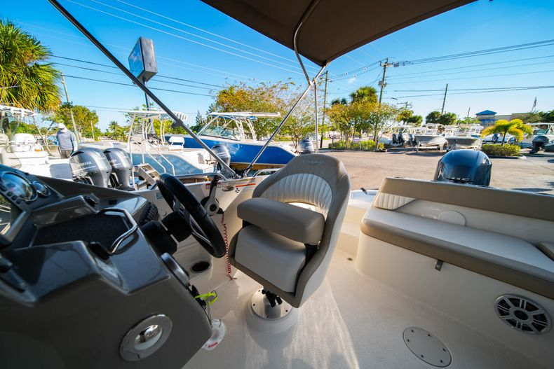 Thumbnail 19 for Used 2018 Stingray 192SC boat for sale in West Palm Beach, FL