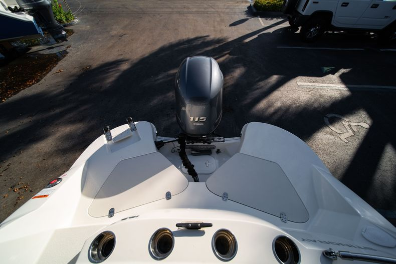 Thumbnail 8 for Used 2018 Stingray 192SC boat for sale in West Palm Beach, FL