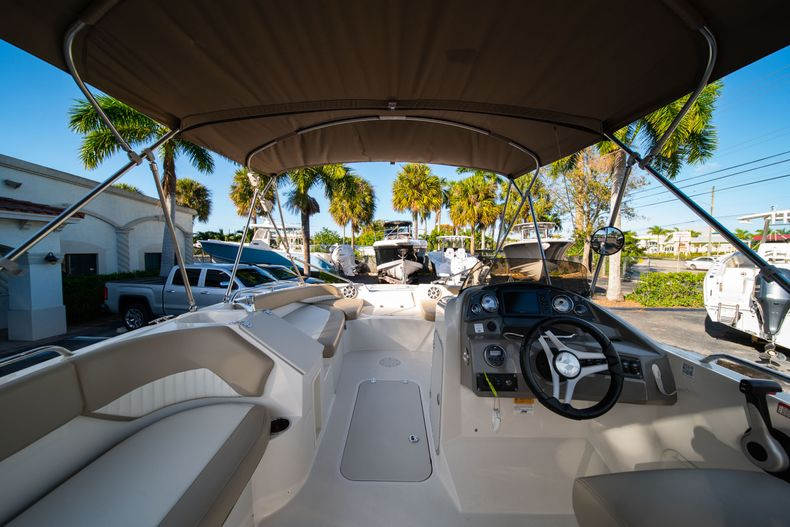 Thumbnail 9 for Used 2018 Stingray 192SC boat for sale in West Palm Beach, FL