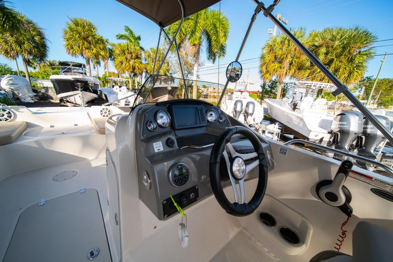 Thumbnail 13 for Used 2018 Stingray 192SC boat for sale in West Palm Beach, FL
