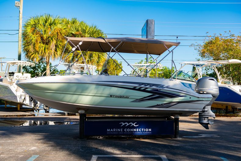 Thumbnail 4 for Used 2018 Stingray 192SC boat for sale in West Palm Beach, FL