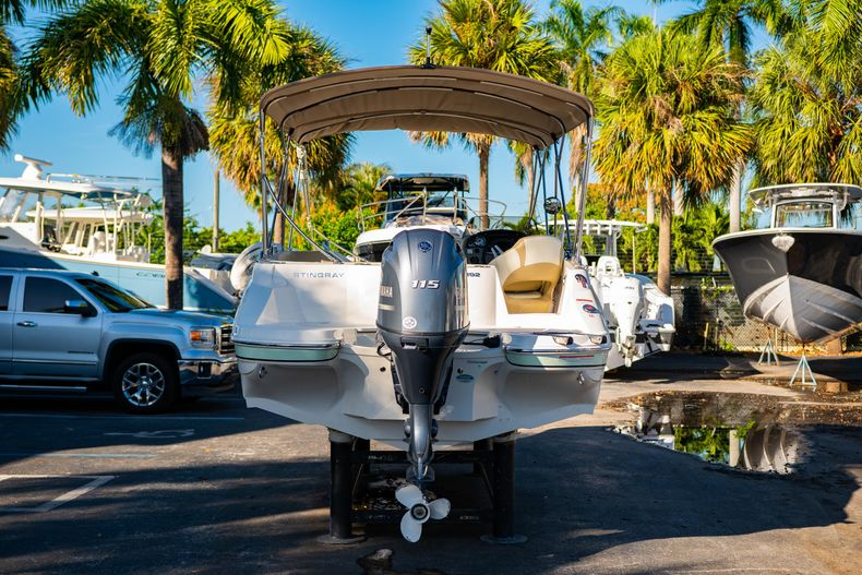 Thumbnail 6 for Used 2018 Stingray 192SC boat for sale in West Palm Beach, FL