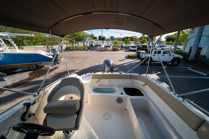 Thumbnail 11 for Used 2018 Stingray 192SC boat for sale in West Palm Beach, FL