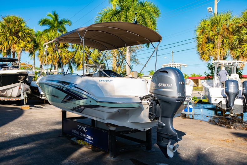 Thumbnail 5 for Used 2018 Stingray 192SC boat for sale in West Palm Beach, FL