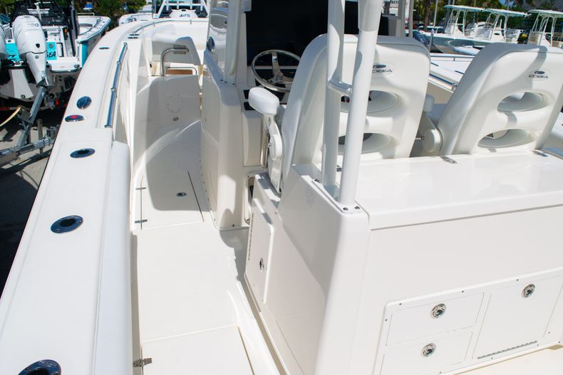 Thumbnail 22 for New 2020 Cobia 320 CC Center Console boat for sale in West Palm Beach, FL