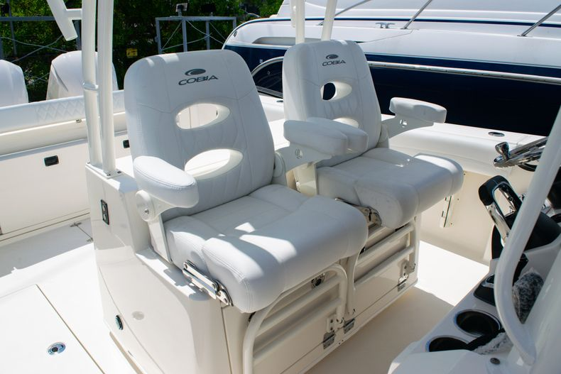 Thumbnail 27 for New 2020 Cobia 320 CC Center Console boat for sale in West Palm Beach, FL